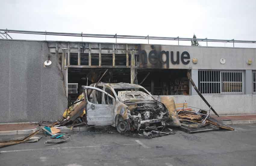 corbeil_essonnes_mediatheque_incendie