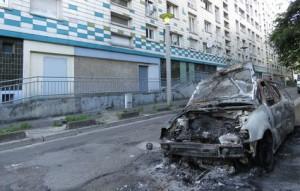 grand vaux incendie feu violences urbaines savigny sur orge poli