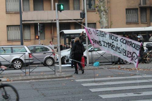 Toulouse carrefour bloqué