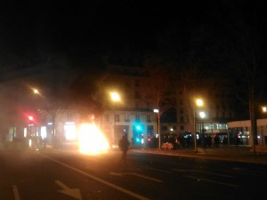 Paris République 9 4 2016 Autolib incendié 2