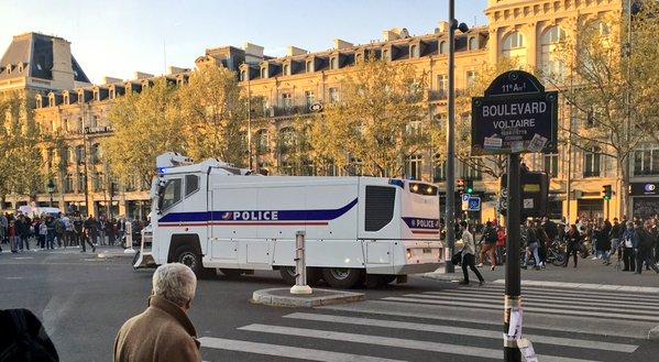 Paris 1er mai 2016 Répu les pistolets à eau des bleux