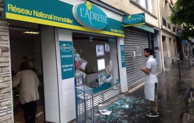 Une bande d'une centaine de casseurs a tague et casse des vitrines a coups de haches et de barres de fer ce jeudi apres midi, dans le XVe