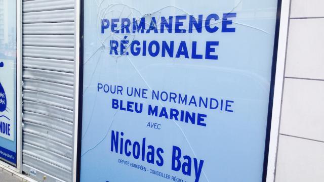 la-vitrine-du-front-national-de-nouveau-vandalisee-caen