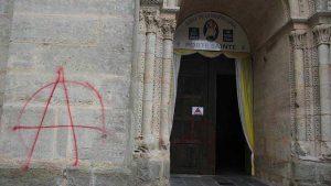 tags-sur-la-cathedrale-du-mans_1