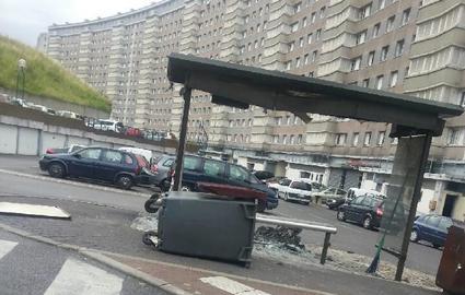 Plusieurs voitures et poubelles ont ete incendiees a Argenteuil, cite champagne et dans le Val nord, sur la dalle