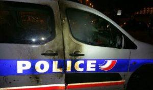 AULNAY LE 22 OCTOBRE UNE VOITURE DE POLICE ENDOMMAGEE PAR UN COCKTAIL MOLOTOV LANCE A PROXIMITE